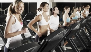 people-jogging-on-treadmill