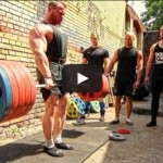 video-bodybuilder-owns-four-powerlifters-deadlift-session
